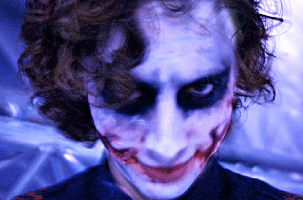 Aron Bijl as the Joker